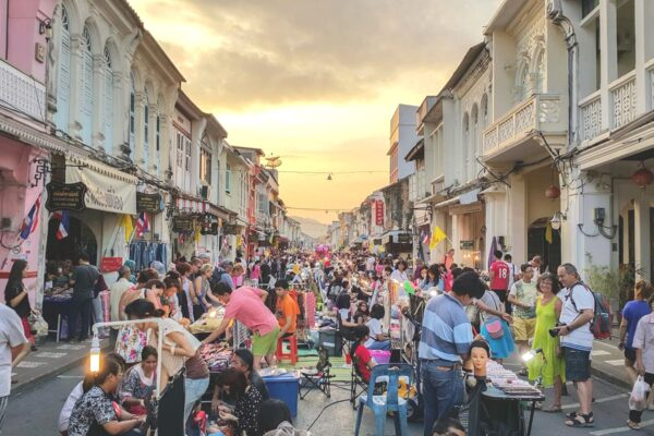 Thailand Shopping Guide - Sunday Walking Street Market is Where You Can Get Fashion Accessories