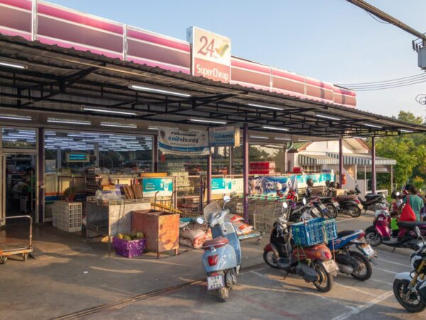 Best Shopping Malls in Phuket - Super Cheap Market Offer s Many Stalls Selling Goods Under One Roof