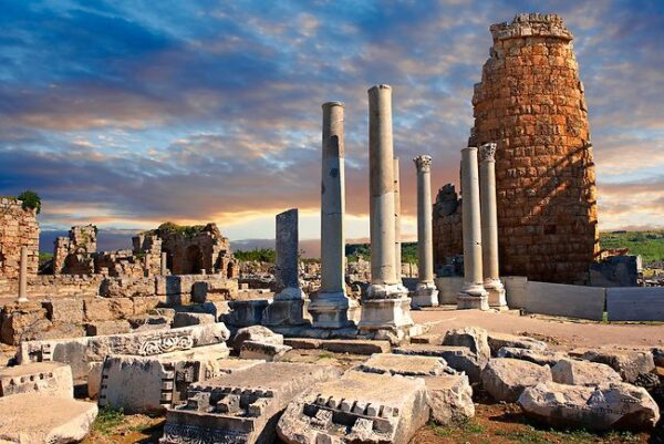 Turkey Travel Tips - Perge is A Collection of Stadiums, Castles And Pillars