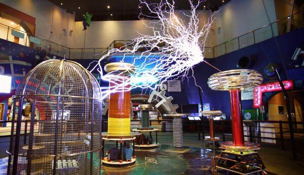 Singapore Tourist Spots - Science Centre Singapore is A Flower-Shaped Structure