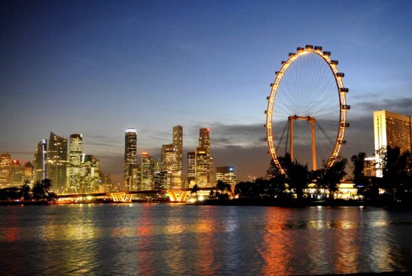 Singapore Tourist Attractions Guide - Singapore Flyer is An Observation Wheel