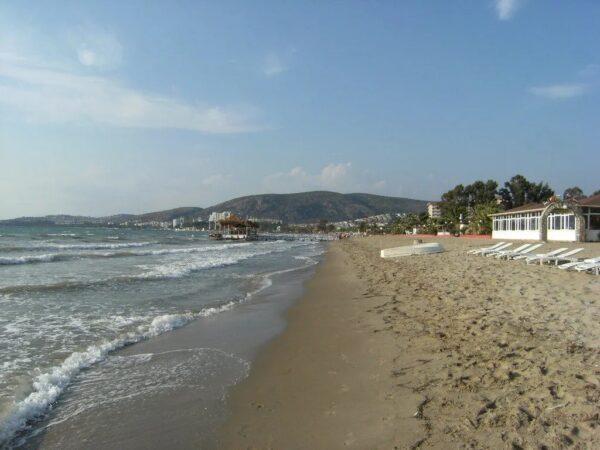 Kusadasi Beaches Guide For Tourists - Kusadasi Long Beach is Near Sahil Siteleri And is18 km Long
