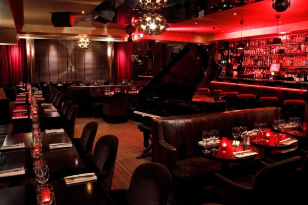 Le Speakeasy is A Piano Bar Located At Rue Jean Giraudoux - Top Bars in Paris