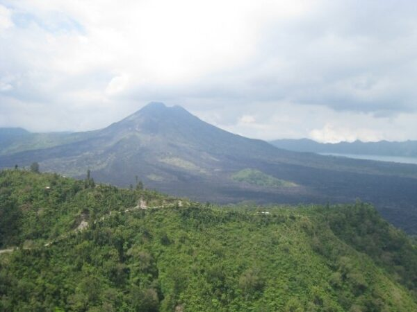 Weather Here is Generally Hot And Humid Because of Equator - Travel Guide Indonesia